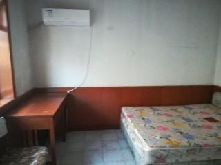 3室1厅1卫100m²中档装修