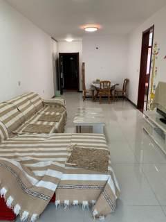保利南精装两居室,位置好,紧邻英华学校,看房方便。