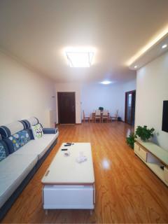 紫泉庭苑精装三居室,首 次出租,临近大光明商圈,看房方便。