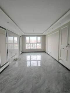 140万香颂湖南北通透两居 广贤路中小学 中间楼层 无遮挡采光佳
